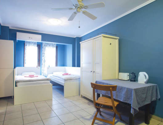 5.Superior 2 Bed Private Apartment Ensuite (Room 7)